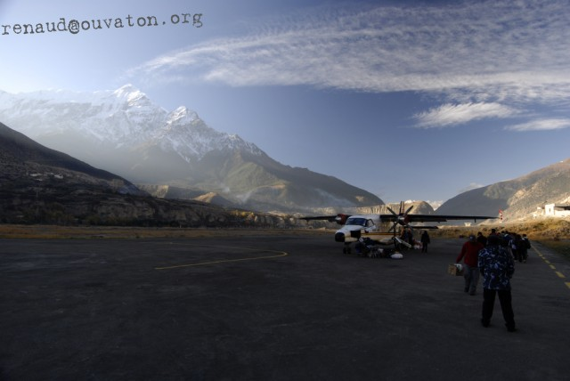 Seconde rotation de la journée à l'aérodrome de Jomsom, le chef lieu du district du Mustang.